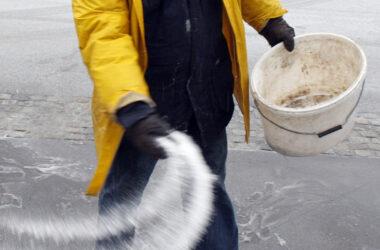 Brown White Deicer Salt